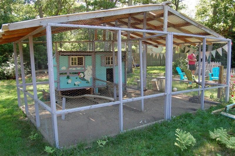 diy chicken coop from thecapecoop.com
